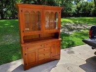 Photo Broyhill Pine China Cabinet