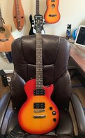 Photo Epiphone Les Paul Special-II with shoulder strap