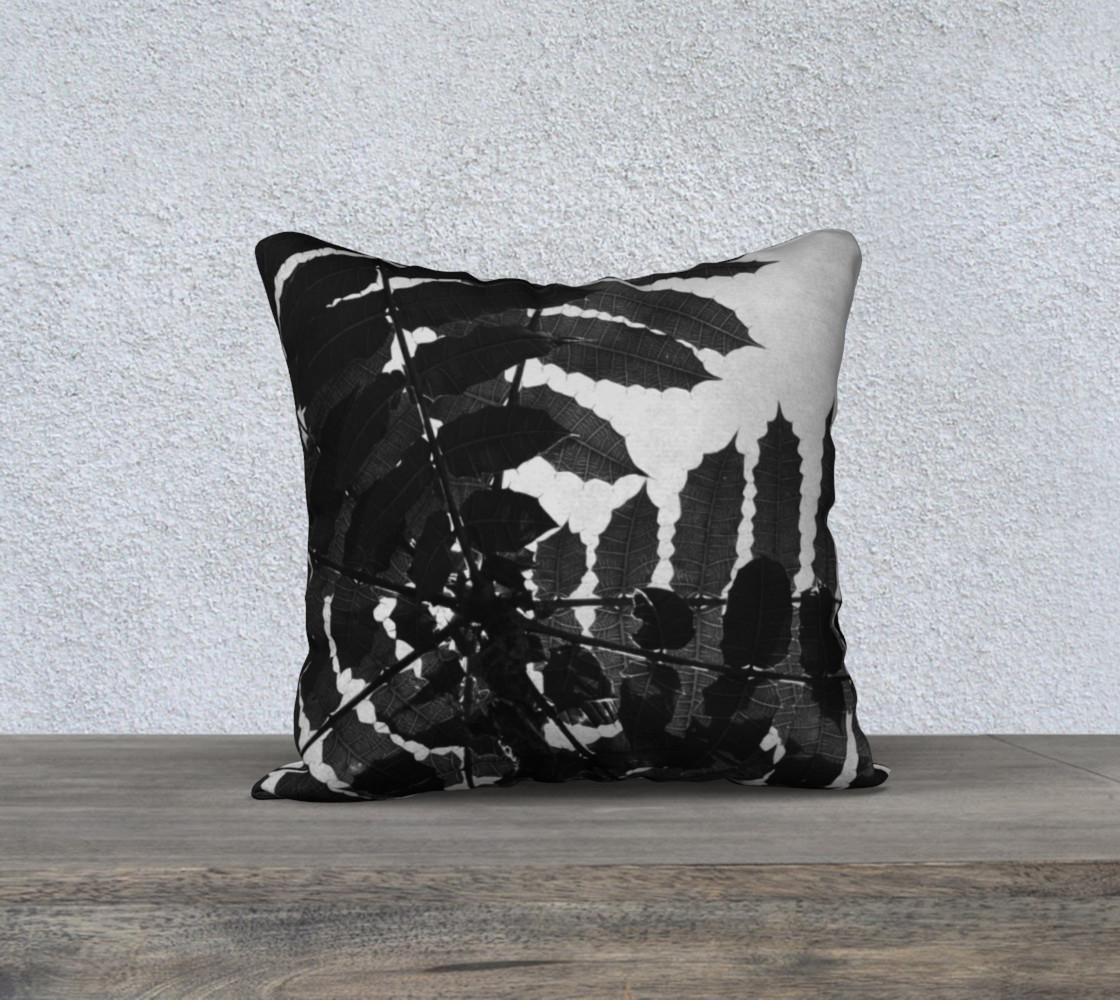 Aperçu de Black and White Leaf Pillow #1