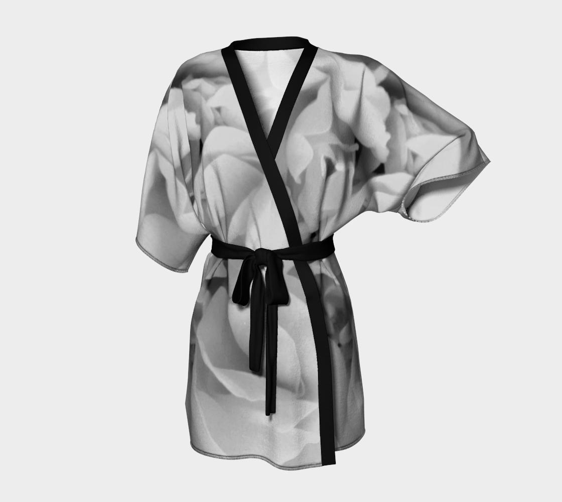 Aperçu de Light Gray Rose Kimono Robe 170614a