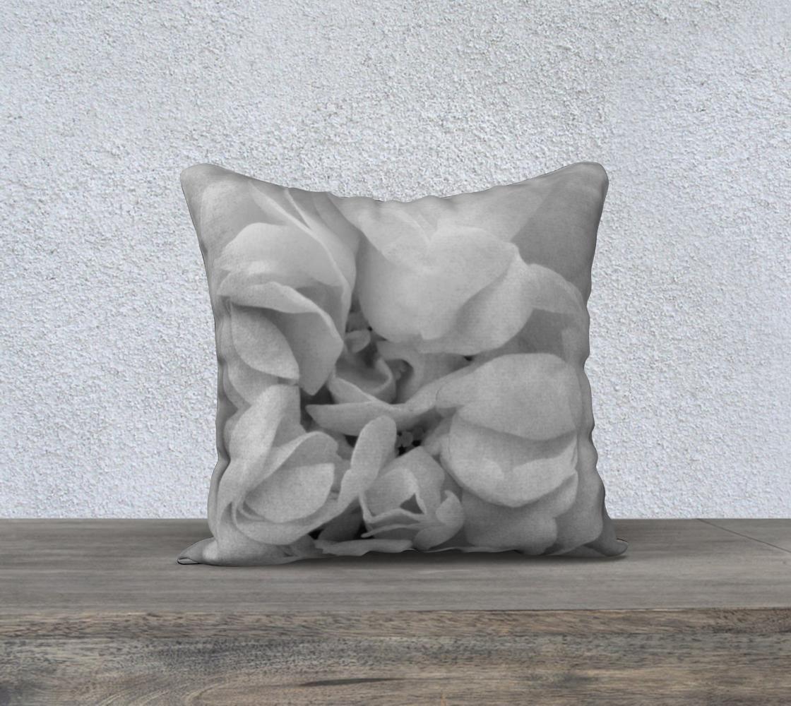 Aperçu de Light Gray Rose Pillow 18 170614a