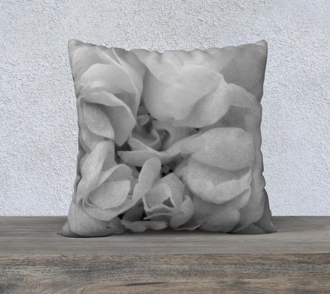 Aperçu de Light Gray Rose Pillow 22 170614a