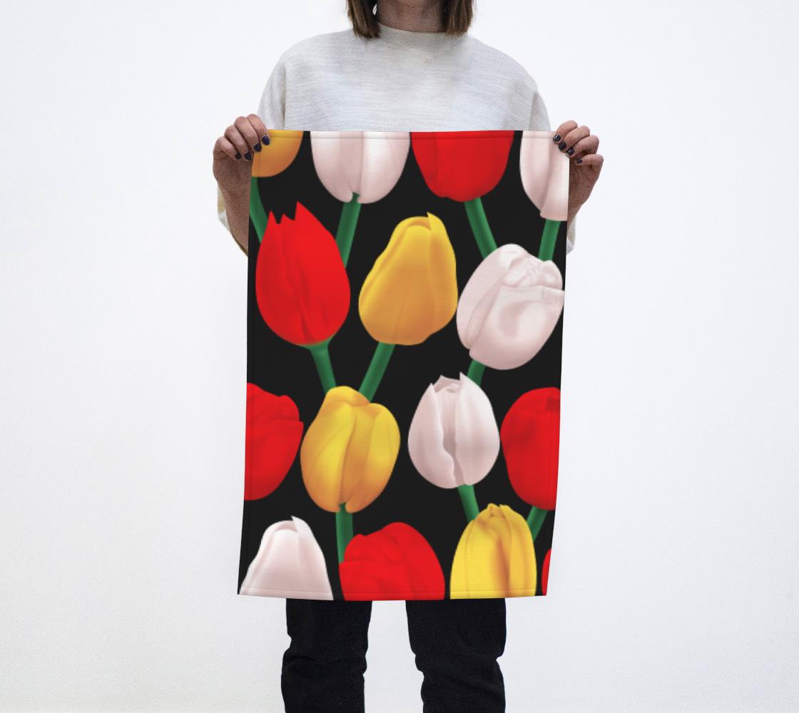 Tulips on black aperçu
