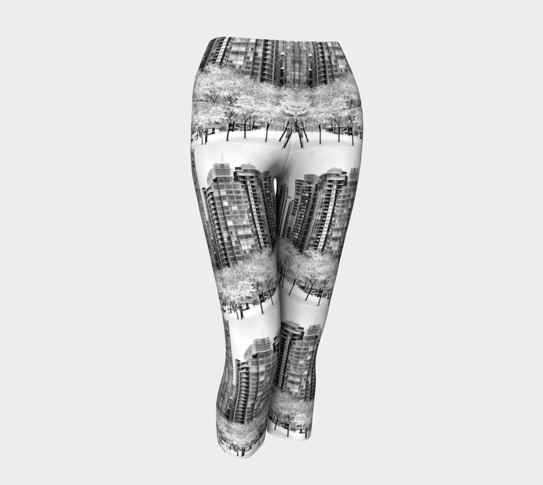 Snow In The City Yoga Capris preview #1