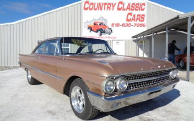 Photo 1961 Ford Galaxie Starliner
