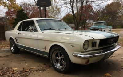 Photo 1966 Ford Mustang Hardtop Coupe