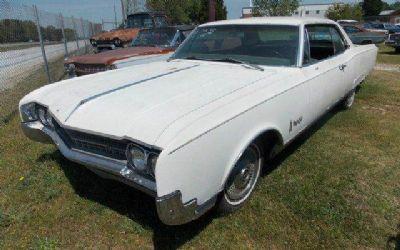 Photo 1966 Oldsmobile Ninety-Eight Holiday Coupe