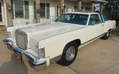 Photo 1979 Lincoln Town Car 2 DR. Coupe