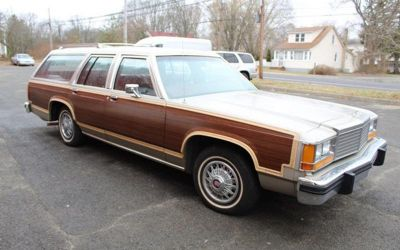 Photo 1981 Ford LTD Country Squire 4DR Wagon