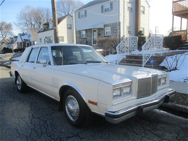 Photo 1983 Chrysler New Yorker Fifth Avenue