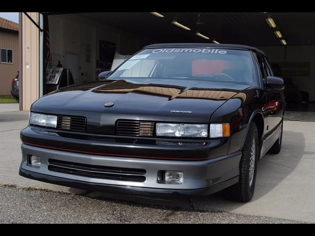 Photo 1988 Oldsmobile Cutlass Supreme International
