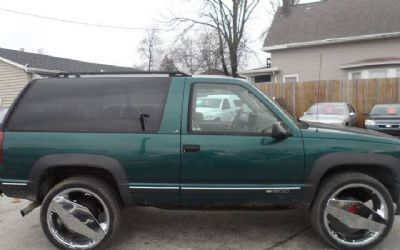 Photo 1996 Chevrolet Tahoe Base 2DR 4WD SUV