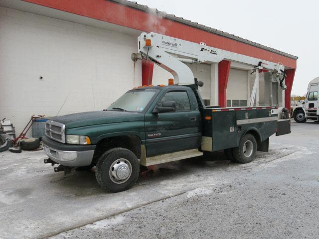 Photo 2001 Dodge Ram 3500 4X4 Bucket Truck