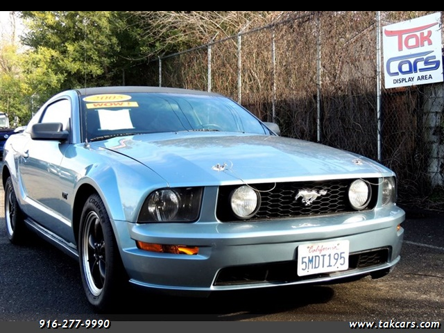 Photo 2005 Ford Mustang GT Deluxe
