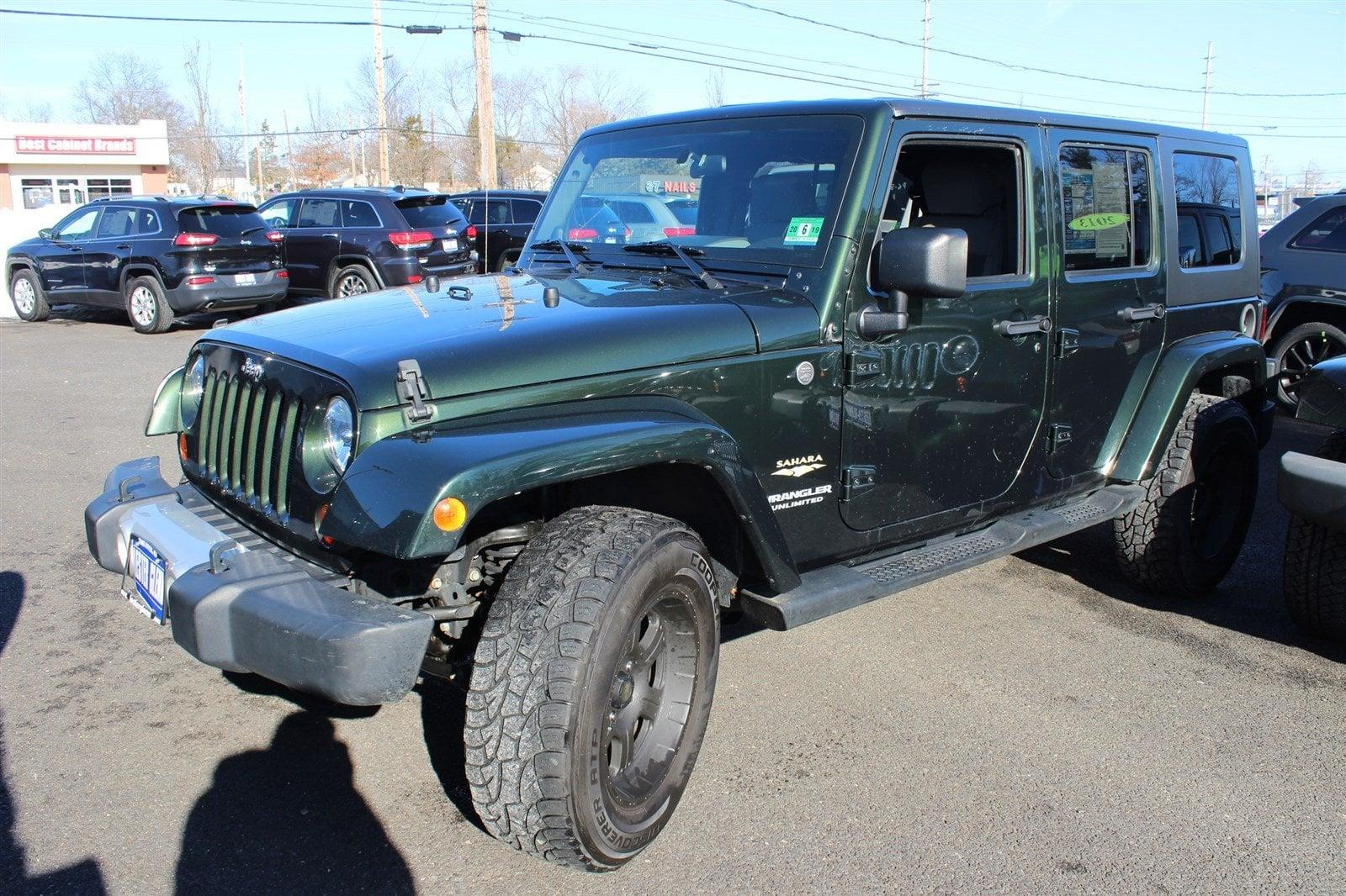 Photo 2010 Jeep Wrangler Unlimited 4X4 Sahara 4DR SUV