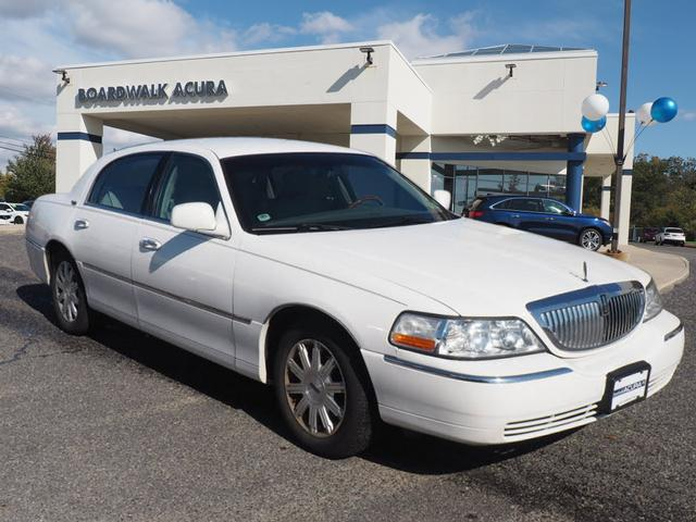Photo 2010 Lincoln Town Car Signature Limited