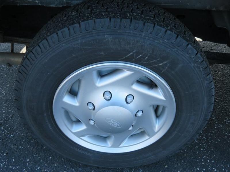 Photo 2011 Ford E-Series Wagon E-150 XL 3DR Passenger Van