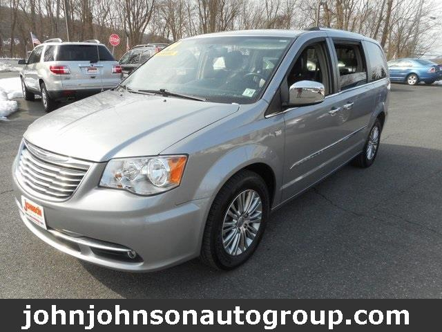 Photo 2014 Chrysler Town And Country 30TH Anniversary 4DR Mini-Van