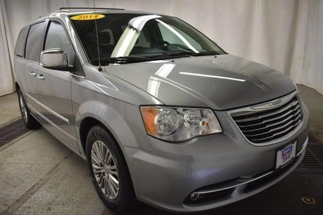Photo 2014 Chrysler Town And Country Touring-L 4DR Mini-Van
