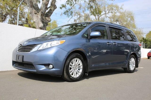 Photo 2014 Toyota Sienna Limited 7-Passenger 4DR Mini-Van