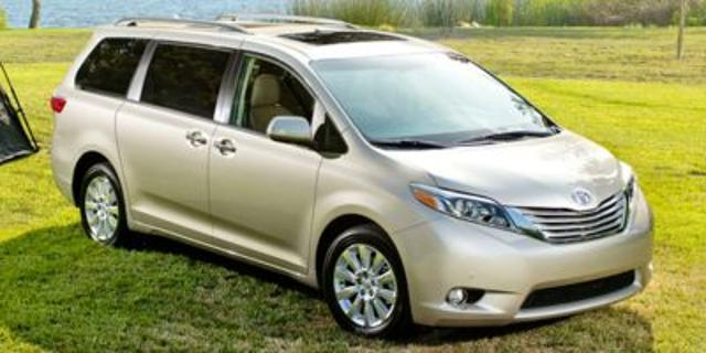 Photo 2015 Toyota Sienna Limited 7-Passenger 4DR Mini-Van