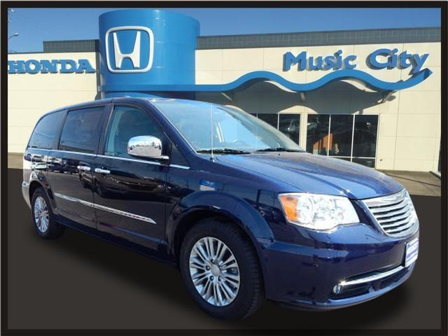 Photo 2016 Chrysler Town And Country Touring-L 4DR Mini-Van