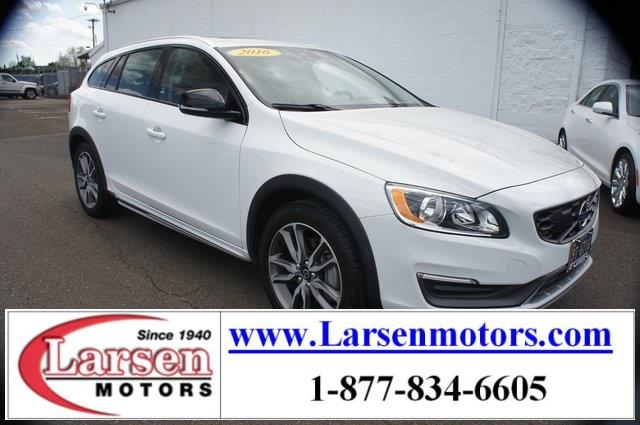 Photo 2016 Volvo V60 Cross Country AWD T5 4DR Wagon
