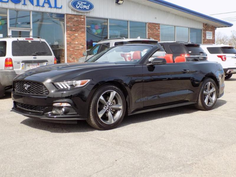 Photo 2017 Ford Mustang Ecoboost Premium 2DR Convertible