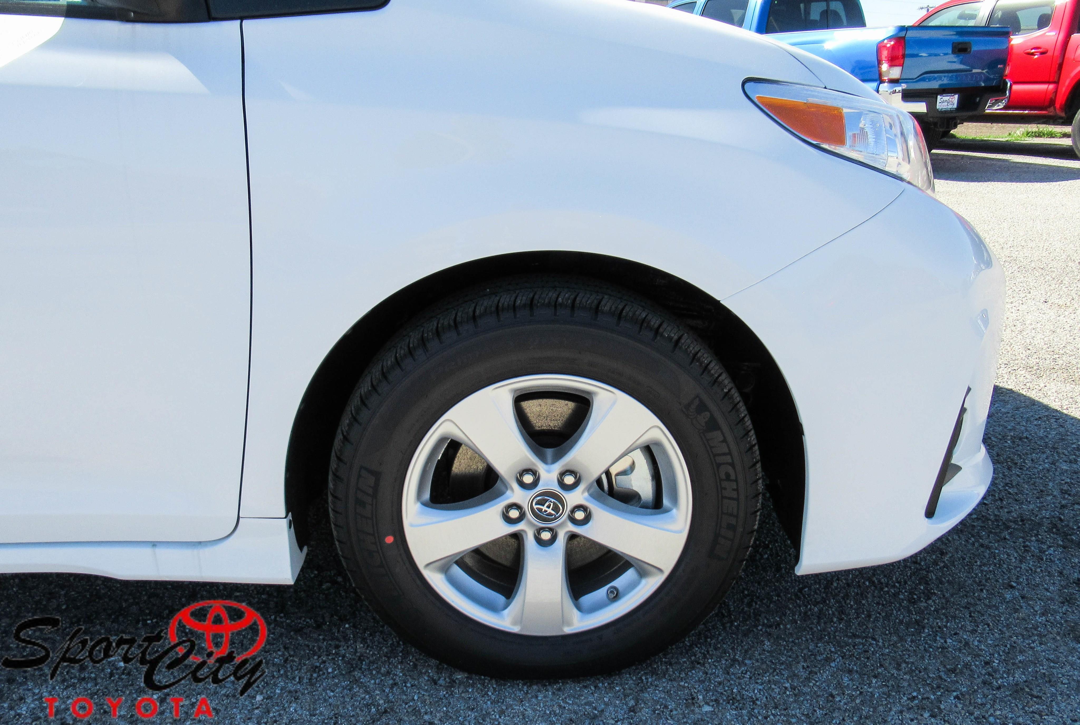 Photo 2018 Toyota Sienna L 7-Passenger 4DR Mini-Van