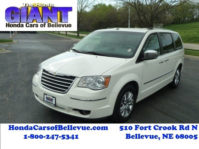 Photo 2008 Chrysler Town and Country Limited