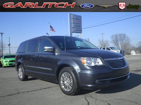 Photo 2014 Chrysler Town and Country Touring-L
