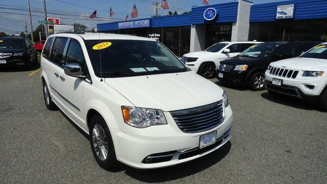 Photo 2013 Chrysler Town and Country Touring-L