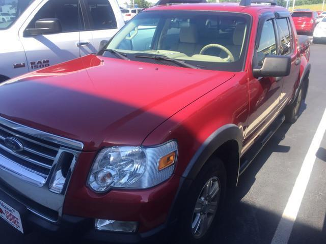 Photo Used 2010 Ford Explorer Sport Trac XLT