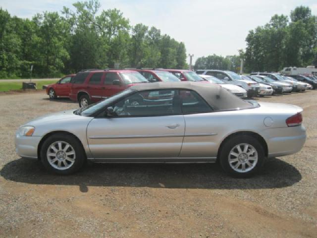 Photo Used 2005 Chrysler Sebring GTC