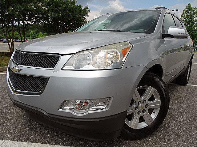 Photo Used 2009 Chevrolet Traverse LT W 1LT PKG-FWD-TRADE IN-SEATS 8-CLEAN CARFAX RE