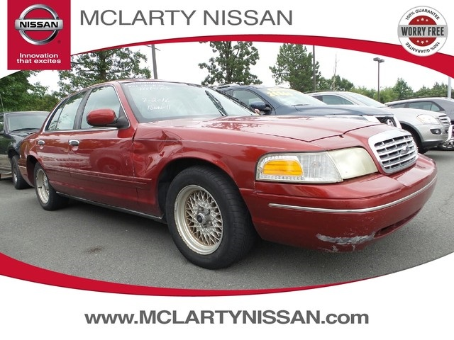 Photo 2001 Ford Crown Victoria LX