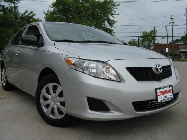Photo Used 2009 Toyota Corolla CLEAN ONE OF THE MOST RELIABLE CARS ON THE PLANE