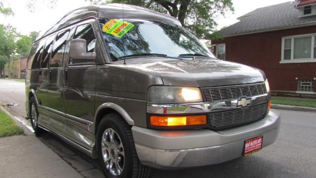 Photo Used 2004 Chevrolet Express 1500 High Top Conversion Van