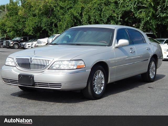 Photo Used 2008 Lincoln Town Car Limited