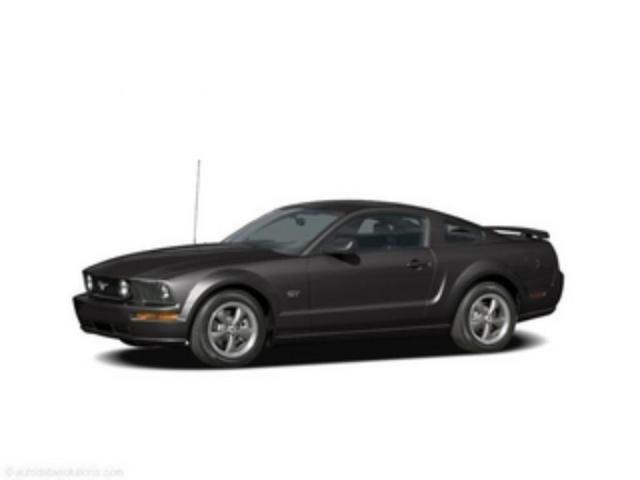 Photo Used 2005 Ford Mustang GT Premium