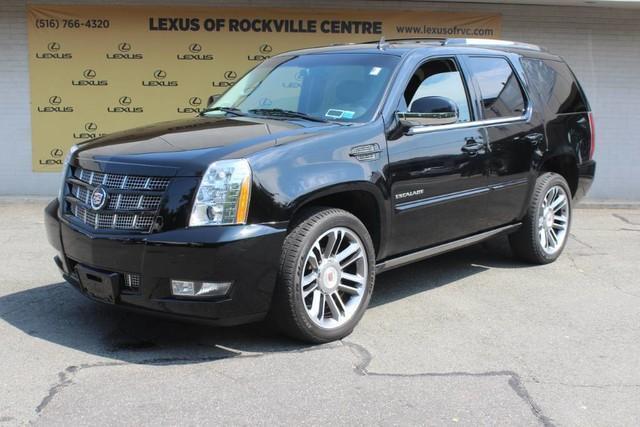 Photo Used 2012 Cadillac Escalade Premium