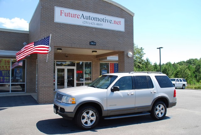 Photo Used 2004 Ford Explorer XLT