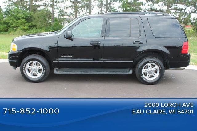 Photo Used 2004 Ford Explorer XLT