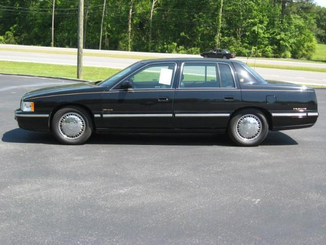 Photo Used 1997 Cadillac DeVille dElegance