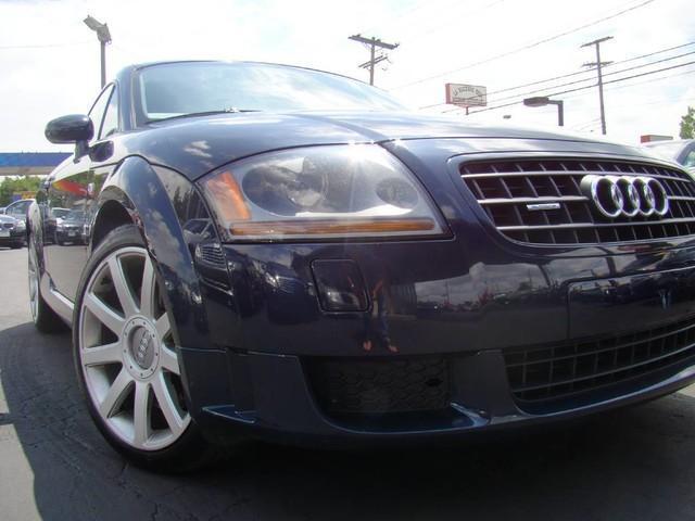 Photo Used 2005 Audi TT 3.2L