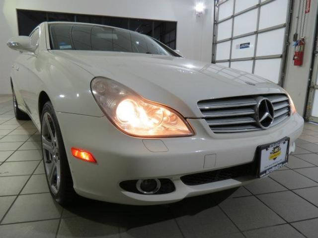 Photo Used 2007 Mercedes-Benz CLS550
