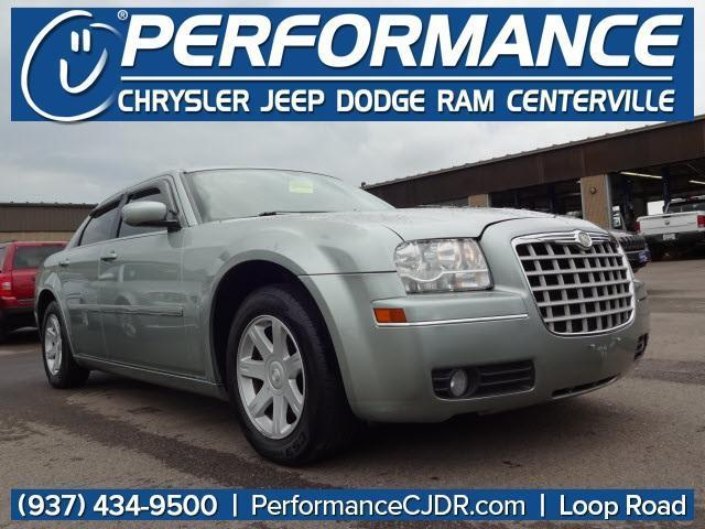 Photo Used 2005 Chrysler 300 Touring