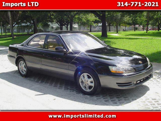 Photo Used 1993 Lexus ES 300