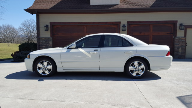 Photo Used 2006 Lincoln LS V8