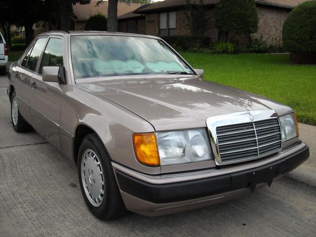 Photo Used 1993 Mercedes-Benz 300E 2.8
